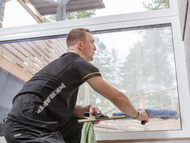 alkuperäinen ikkunoidenpesu kotisiivouksen yhteydessä