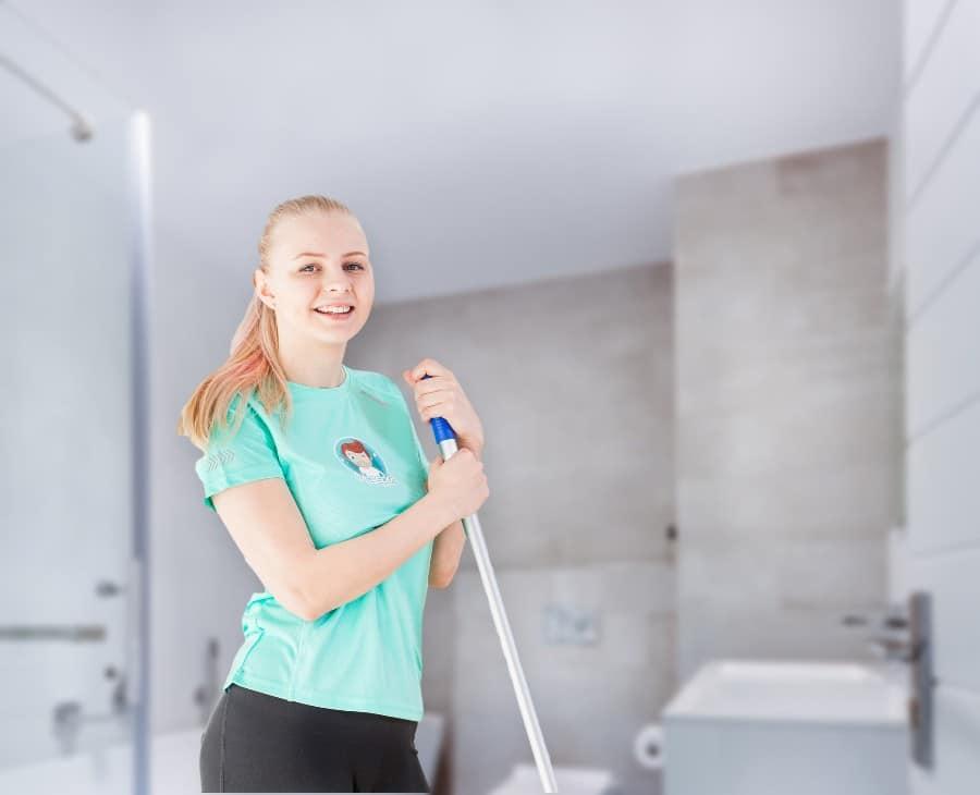 Kotisiivous kylpyhuoneessa