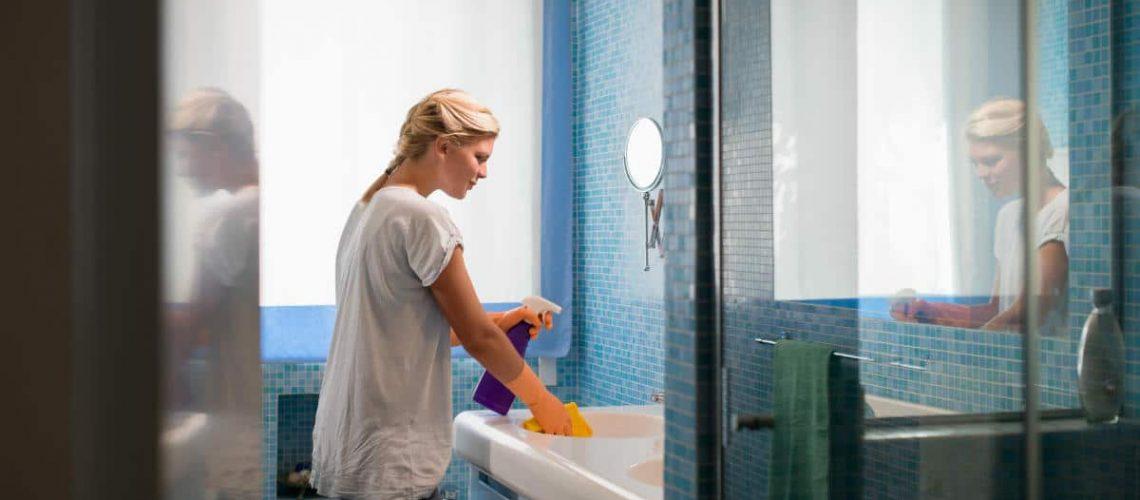 kylpyhuoneen puhdistus